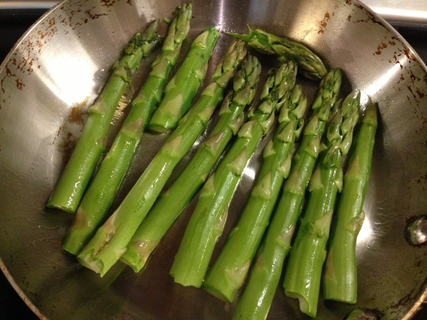 2 A Tbsp Of Olive Oil In The Pan, Spread It Around, Then Place  The Asparagus In Flat Side Down 3 Let The Asparagus Cook Without Touching  It